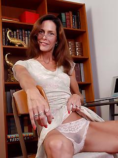 Mature Secretary Pics